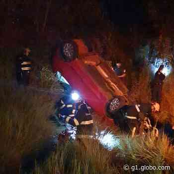 Mulher fica gravemente ferida após capotar veículo na SP-457, em Rancharia - G1