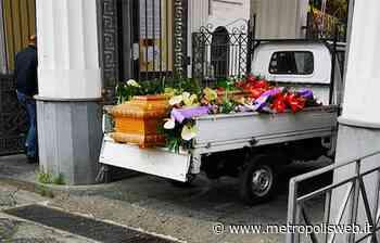 Scempio cimitero a Torre del Greco: defunti trasportati con un tre ruote per le sepolture - Metropolis