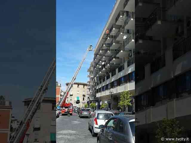 Torre del Greco: intervento dei vigili del fuoco a piazza Luigi Palomba - Tvcity