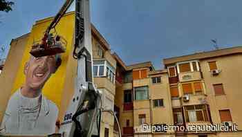 Palermo, un murale di don Puglisi alto tre piani in un palazzo di Brancaccio - La Repubblica