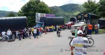 En Planadas, Tolima, camioneros bloquean la vía de acceso al municipio - Radio Nacional de Colombia