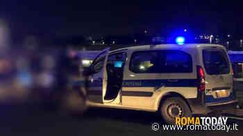 Incidente ad Ostia, perde controllo dell'auto e si ribalta: morto 26enne