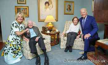 Bidens and Carters pose for maskless indoor picture