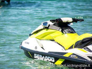 Varcaturo, paura per padre e figlio in moto d'acqua: salvati e multati - L'Occhio di Napoli