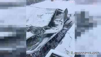 Maltempo: palaghiaccio di Vipiteno crolla sotto la neve - euronews Italiano