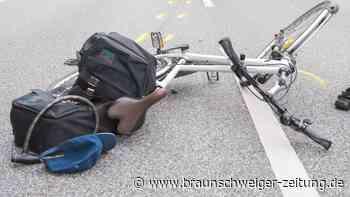 Pedelecfahrerin und Radfahrer kollidieren in Wolfsburg