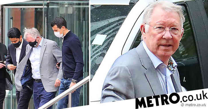 Sir Alex Ferguson visits Paris Saint-Germain team hotel before Manchester City clash
