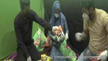 Youth provide help to underprivileged families in Srinagar amid lockdown
