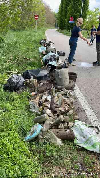 Oltre 30 i sacchi di rifiuti raccolti al primo evento di Plastic Free - La Piazza