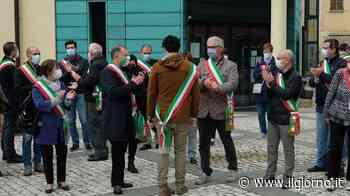 Ornago, sindaco minacciato: trenta colleghi in piazza per lui - IL GIORNO