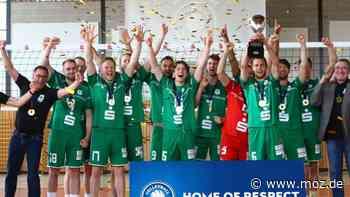 2. Volleyball Bundesliga: Abgespeckte, dennoch emotionale Feier vom Meister SV Lindow-Gransee - moz.de