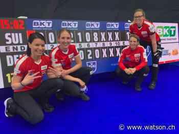 Riesig! Schweizerinnen legen an der Curling-WM Achterhaus gegen Dänemark - watson