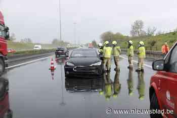 Bestuurder crasht in regenbui op E17