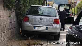 Incidente a Sorrento: auto si scontra con un albero. Il conducente è in ospedale - Positanonews - Positanonews