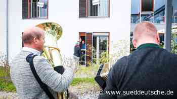 Schlag elf spielt die Musik - Süddeutsche Zeitung