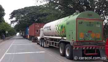 Camión con oxígeno dirigido a Córdoba atrapado entre marchas en Caucasia - Caracol Radio