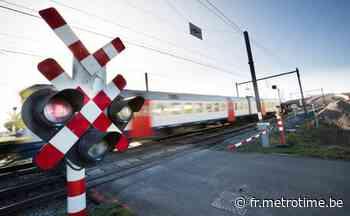 Des amendes plus lourdes pour les conducteurs qui s'engagent sur un passage à niveau - Metro Belgique