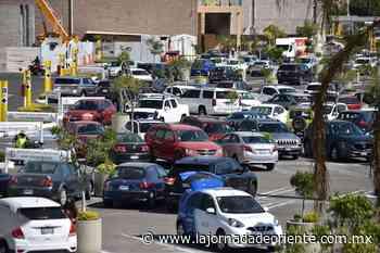 Aumenta la movilidad en la zona de Angelópolis; el centro comercial luce abarrotado - Puebla - - La Jornada de Oriente