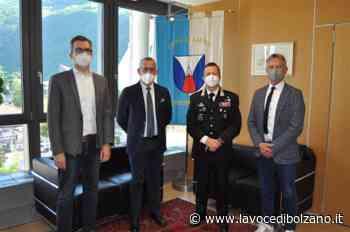 Laives, visita in municipio del nuovo comandante dei carabinieri Maurizio Biasin - La Voce di Bolzano