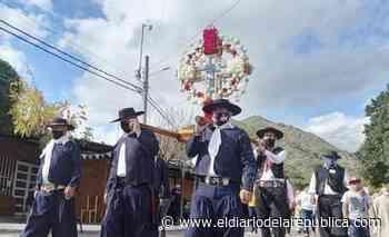 El Santo Cristo de la Quebrada derramó bendiciones por las calles del pueblo - El Diario de la República