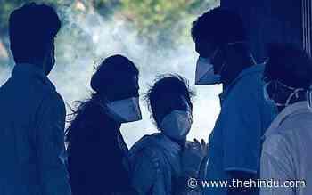 Coronavirus | Middlemen at crematorium fleecing kin of COVID victims - The Hindu