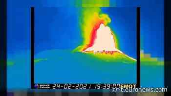 Etna: fontana lava dal Sud-Est, sesto parossismo in 8 giorni - euronews Italiano