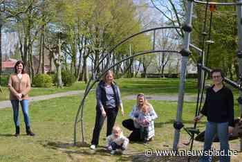 """Mama's vinden dat speelplein iets meer mag zijn: """"Aantal speeltuigen heel erg beperkt en terrein zou gerust wat gezelliger mogen - Het Nieuwsblad"""