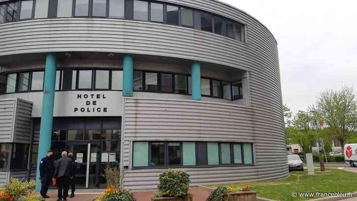 Vosges : un homme se poignarde à l'entrée du commissariat d'Epinal, son pronostic vital engagé - France Bleu