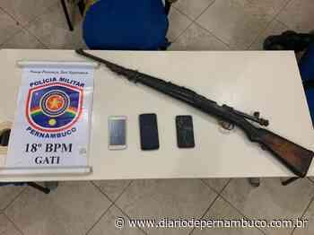 Suspeitos de triplo homicídio são detidos com fuzil em Ipojuca - Diário de Pernambuco