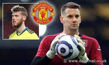 Man United 'target Aston Villa outcast Tom Heaton as back-up goalkeeper if David de Gea leaves