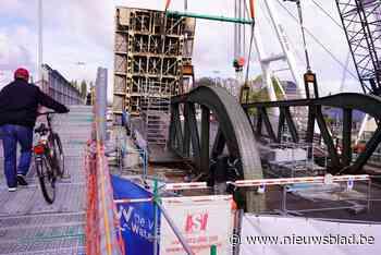 Meulestedebrug ligt terug op haar plaats, nu nog de laatste herstelling - Het Nieuwsblad