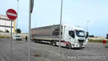 Tir carico di rifiuti abbandonato nel parcheggio: disposto il trasferimento - BrindisiReport