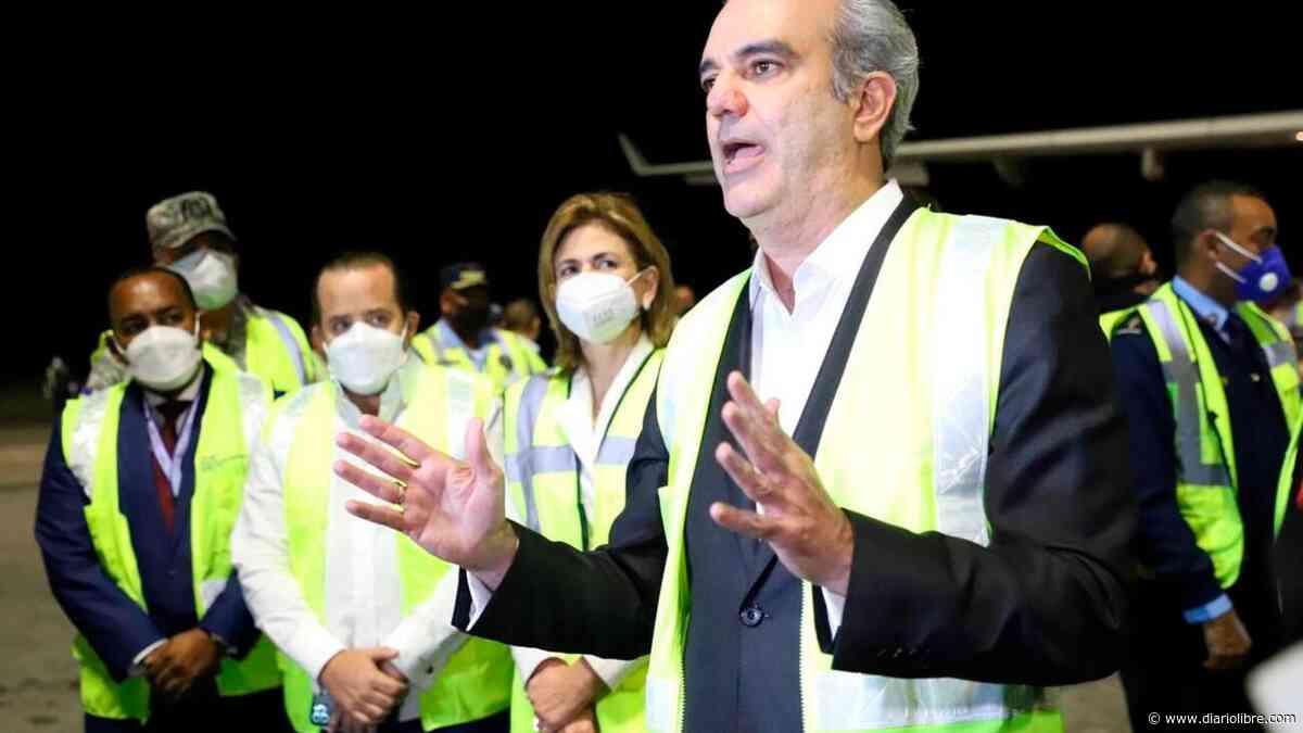 El presidente Abinader se vacuna hoy en el club San Carlos - Diario Libre