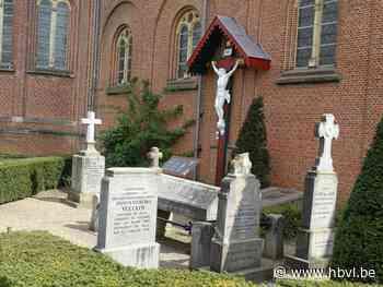 Laatste likje verf aan historisch kerkhofje in Paal - Het Belang van Limburg
