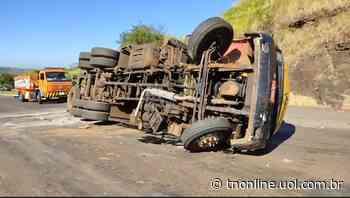 Caminhão tomba na BR-369 no trevo de Jandaia do Sul - TNOnline - TNOnline