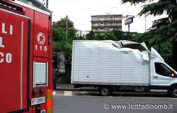 Lissone: le foto del camion incastrato in via Carducci - Il Cittadino di Monza e Brianza