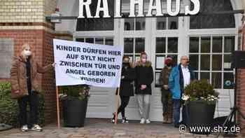 Nach Geburt auf Seenotrettungskreuzer: Rund 100 Menschen demonstrieren in Westerland für Geburtenstation auf Sylt   shz.de - shz.de