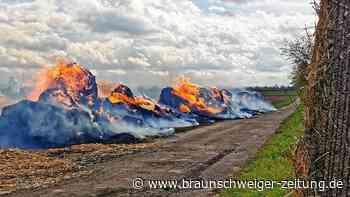 Hohenhameln: 45 Strohballen brennen