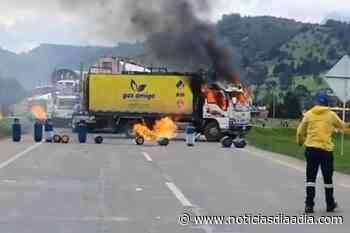 Manifestantes quemaron camión de gas en Gachancipá, Cundinamarca - Noticias Día a Día
