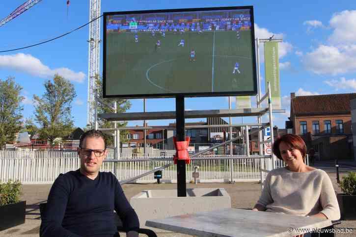 Café De Pit installeert led-scherm voor sportieve kijkzomer op het terras