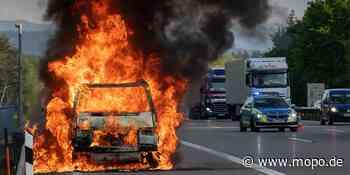 Unfall auf A1: Auto brennt zwischen Hamburg und Bremen - Hamburger Morgenpost