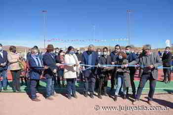 El gobernador inauguró el playón polideportivo con luces LED en Tres Cruces - Jujuy al día