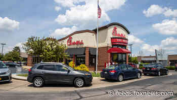 Alabama Chick-fil-A, jewelry store engage in 'sign war': 'It's really a lot of fun'
