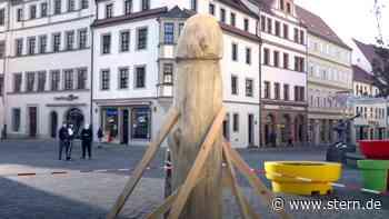 Penis oder Spargel? Holzskulptur in Torgau sorgt für Aufsehen (Video) - STERN.de