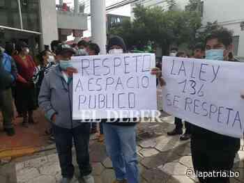 Vecinos y asociaciones gremiales protestan contra el alcalde electo de Santa Cruz - Periódico La Patria (Oruro - Bolivia)