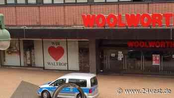 Am Montagnachmittag schließt das Ordnungsamt Waltrop die Woolworth-Filiale - 24VEST