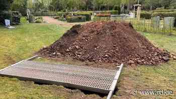 Mechernich: Rätsel um Friedhofsleiche – Baggerfahrer findet beim Grabausheben unbekannten Toten - RTL Online