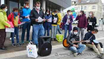 À Louviers, les professeurs du collège du Hamelet manifestent pour plus de dotations horaires - Paris-Normandie