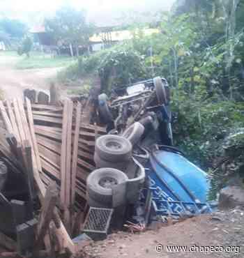 Vídeo: Ponte cede e caminhão tomba no interior de Nova Itaberaba - Chapeco.Org