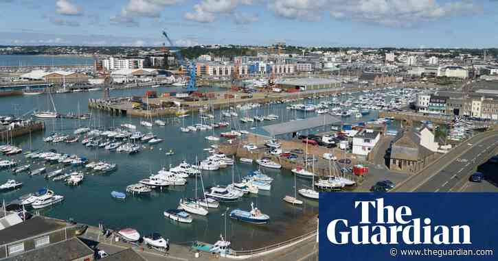 UK sends gunboats to Jersey as 80 French vessels gather in St Helier
